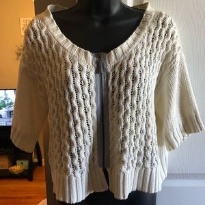 Zip-up ivory knit cardigan with short sleeves